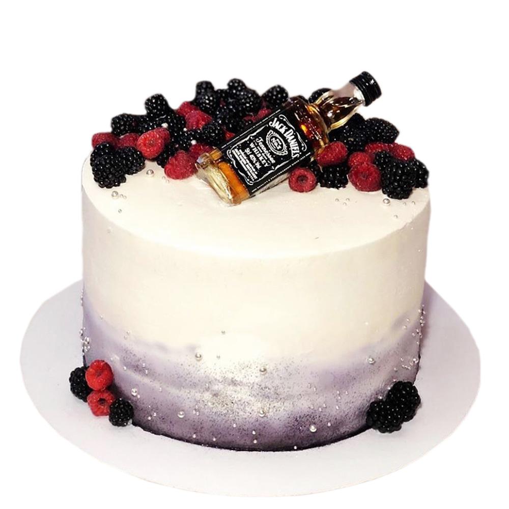 rodjendanska torta sa bocom jack danielsa na vrhu 3
